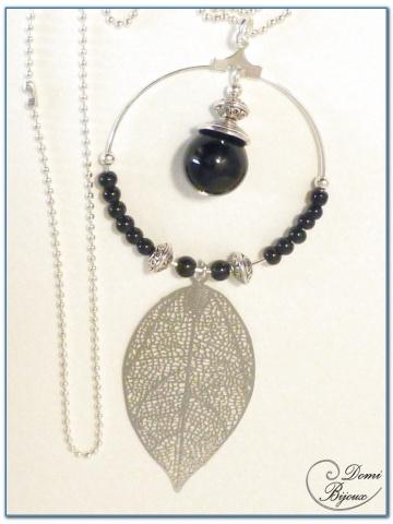 Colliers Fantaisie Perle Agate Noire et Feuille