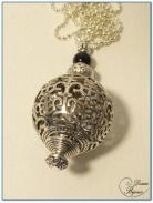 collier fantaisie finition argenté boule filigrane 25mm