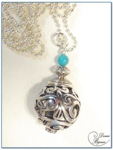collier fantaisie finition argente perle filigrane 18mm et turquoise