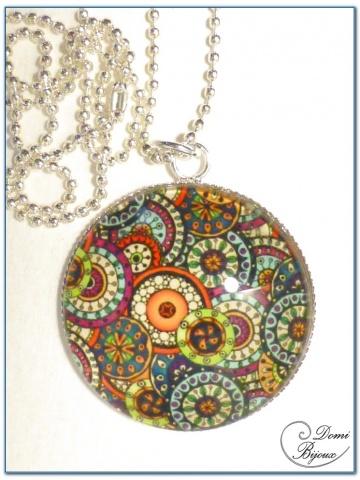 collier fantaisie finition argenté cabochon fleurs 30mm
