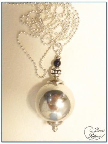 collier fantaisie finition argenté boule métal 22 mm