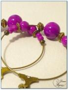 boucle d'oreille fantaisie créole finition bronze perles verre fushia