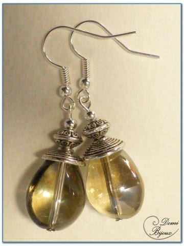 boucle d'oreille fantaisie finition argenté perles de verre ambrée