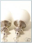boucle d'oreille fantaisie finition argenté perles de bénitier 12mm